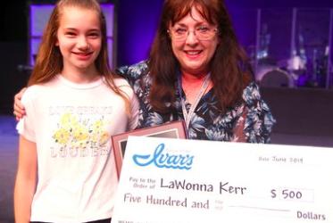 Cedar Park Christian 4th grade teacher wins Ivar's Teacher of the Year