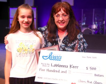 Cedar Park Christian 4th grade teacher wins Ivar's Teacher of the Year