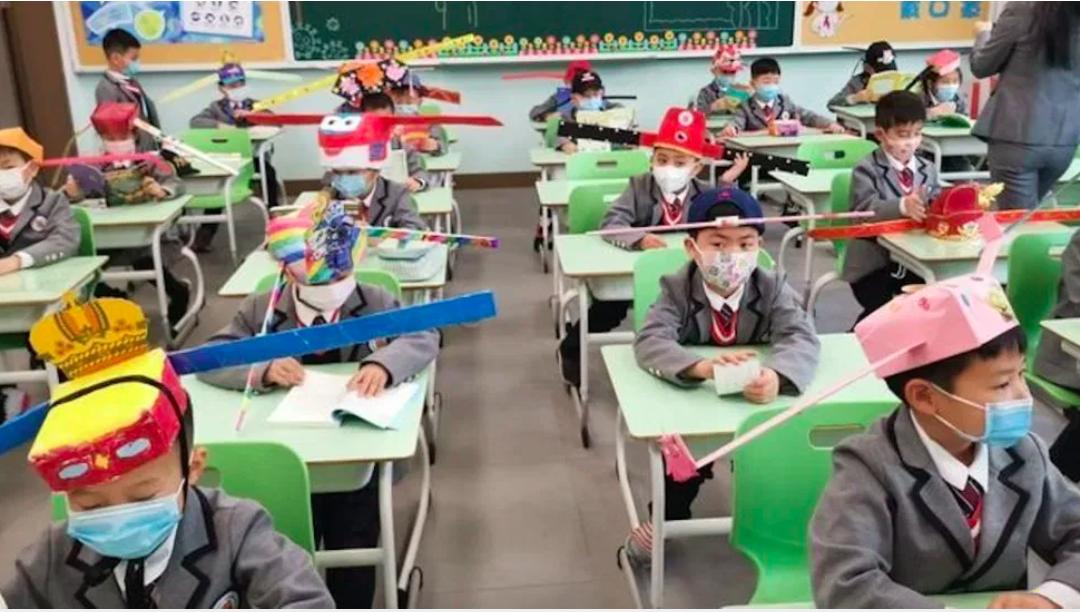 Hangzhou kids wear social distancing hats